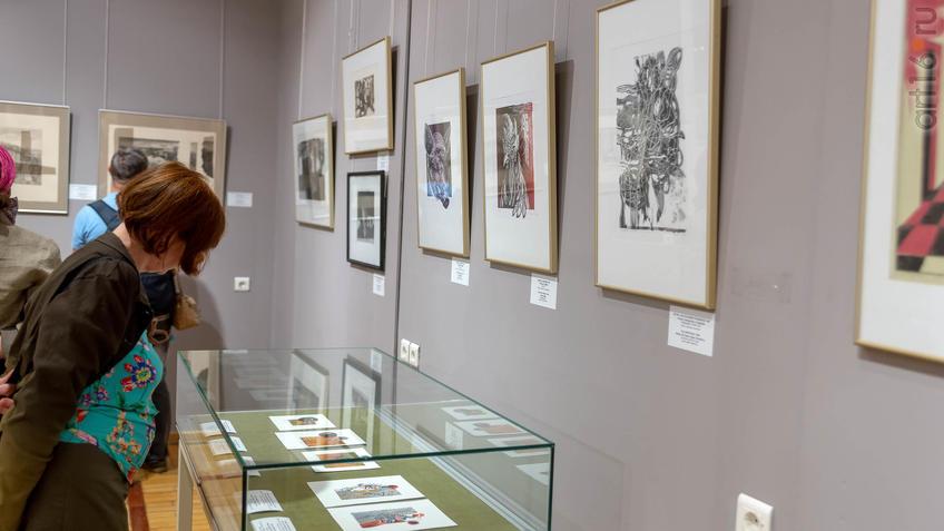 Фото №962012. В экспозиции выставки V Казанской биеннале печатной графики ''Всадник''
