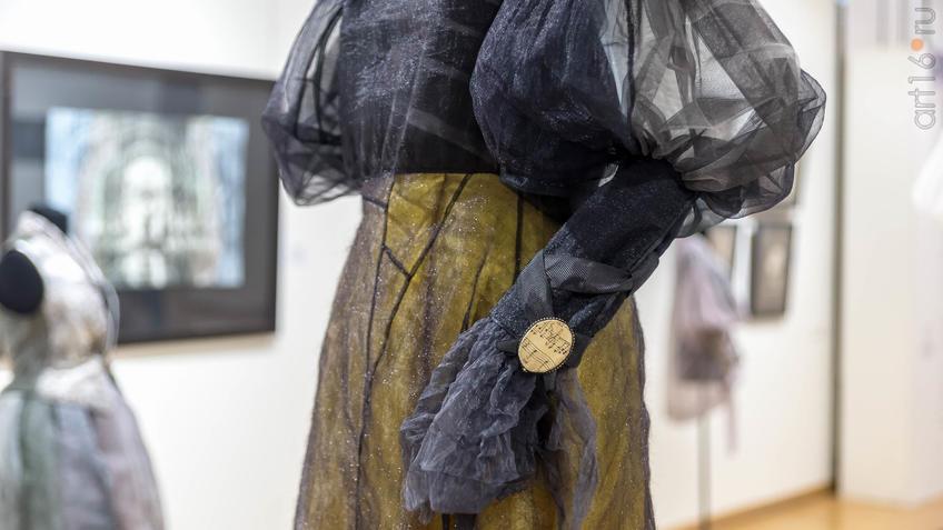 Платье ʺЧерный человекʺ. 2019, разм. 44. (фрагмент)::5-я Казанская международная биеннале печатной графики «Всадник»