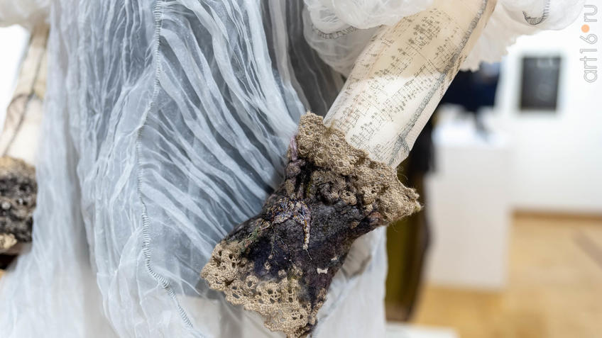 Платье ʺКоконʺ (фрагмент)::5-я Казанская международная биеннале печатной графики «Всадник»