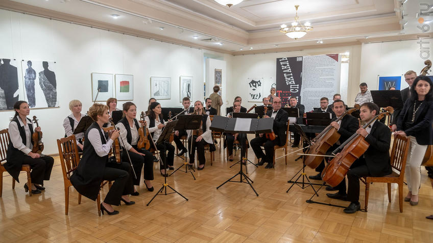 Камерный оркестр «Новая музыка»::5-я Казанская международная биеннале печатной графики «Всадник»