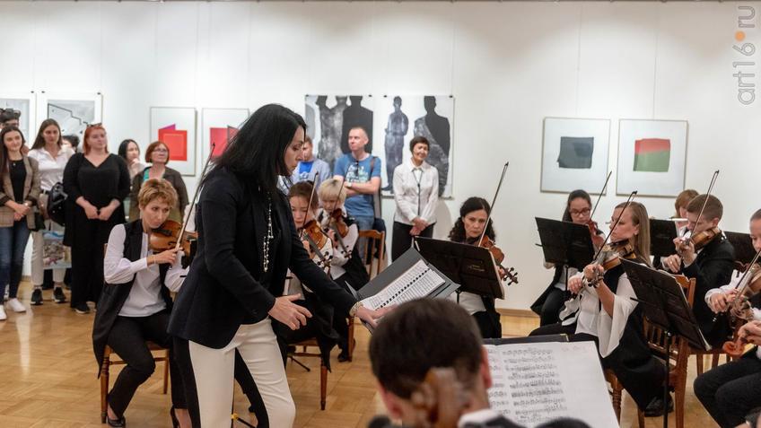 Камерный оркестр «Новая музыка»,   Анна Гулишамбарова::5-я Казанская международная биеннале печатной графики «Всадник»