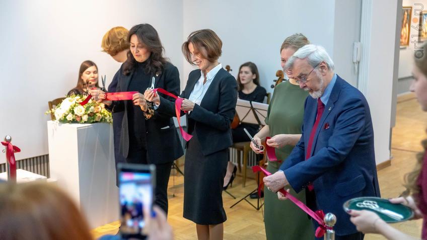 Торжественная часть открытия (перерезание красной ленты)::Матисс. Пикассо. Шагал...