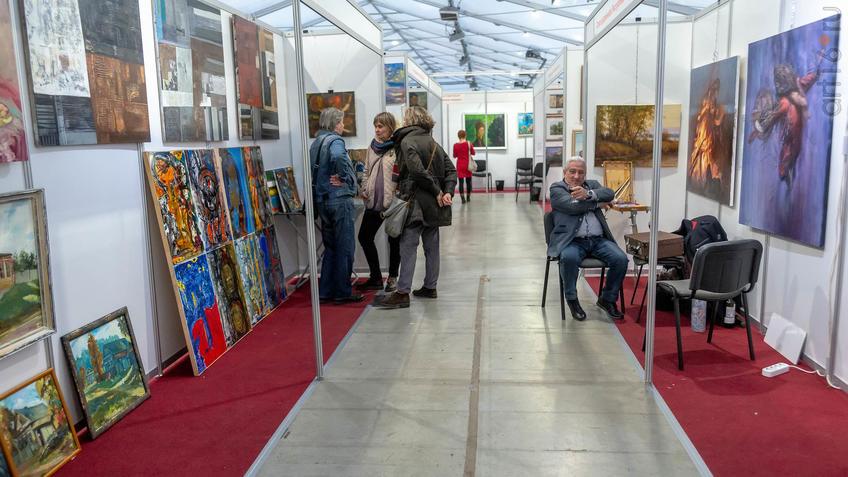 Фото №964016.  Экспозиция картин, скульптур, художественных фотографий, антиквариата
