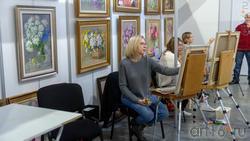 Возле картин Альфии-Гали Жуковой