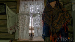 Занавески на окнах, шаль ( XIX в.)