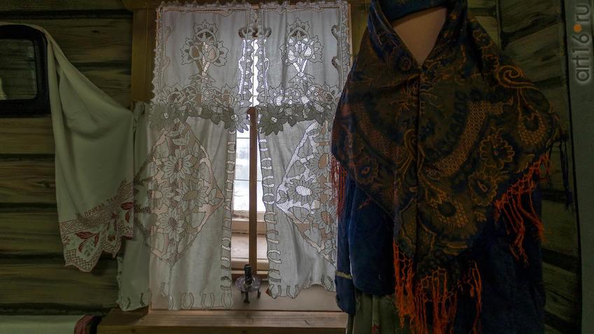Фото №965414. Занавески на окнах, шаль ( XIX в.)