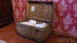 Плетеная корзина. Предмет из воссозданной жилой комнаты М.А.Ромася