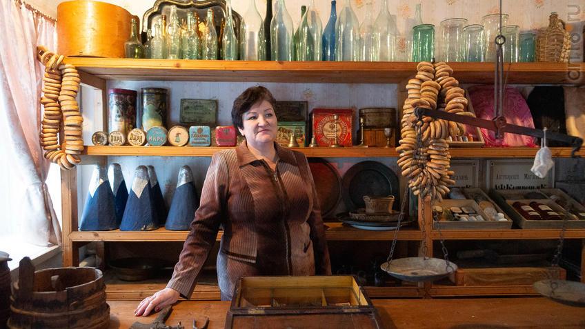 Фото №965579. Артамонова Ольга Анатольевна в торговой лавке М.А.Ромася