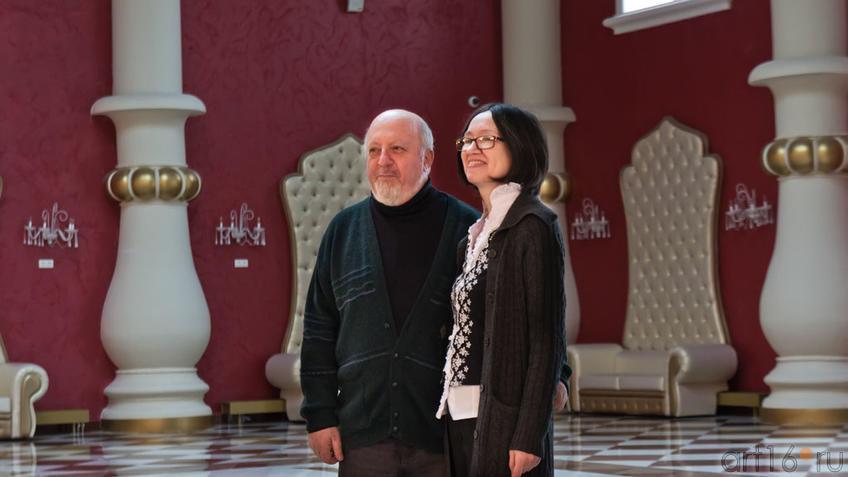 Фото №96593. Борис Вайнер и Наиля Ахунова в фойе театра ''Экият''