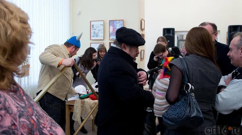 На открытии выставки  «ВыставКАрикатур»::«ВыставКАрикатур», 30 марта 2012