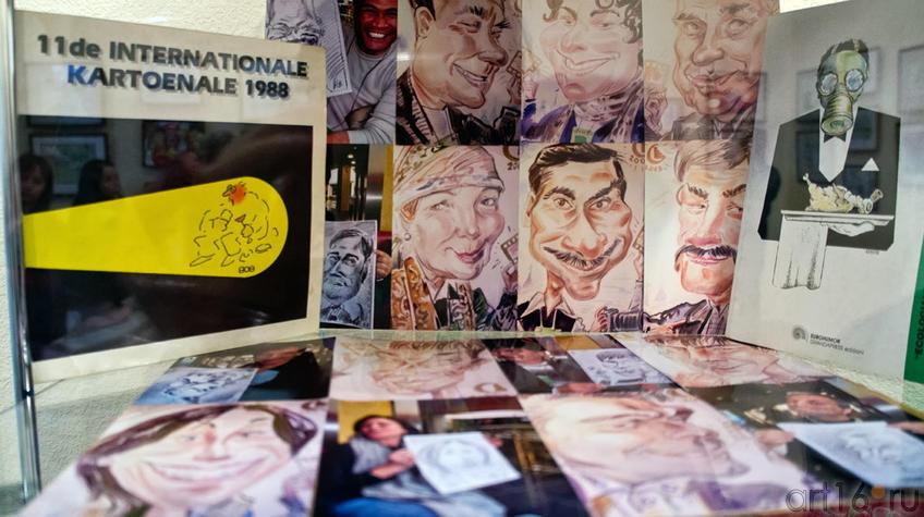 Фрагмент экспозиции. Рассказ об участниках  выставки и их совместных проектах::«ВыставКАрикатур», 30 марта 2012