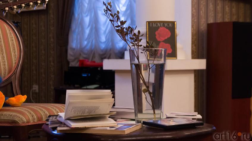 Фото №96883. ''Весна в стакане'' и сборник стихов Вероники Тушновой