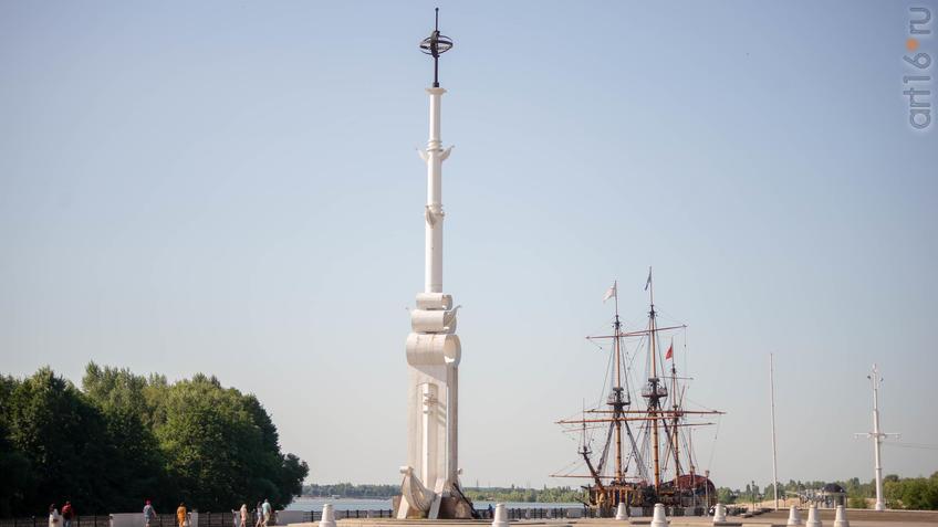 Корабль-музей «Гото Предестинация» и ростральная колонна::Воронеж 20.07.2019