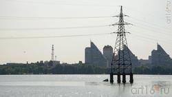 Воронежское море. Линия электропередачи от ТЭЦ-1 до парка Алые паруса пересекает водохранилище