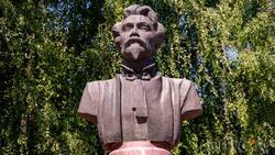 Бюст Пятницкого М.Е. в Воронеже, проспект Революции, 36