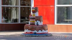 Торт возле кондитерского бутика