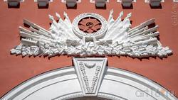 Фрагмент архитектурных украшательств  Дома молодежи