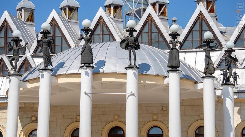 Здание театра кукол «Шут» (фрагмент)::Воронеж 20.07.2019