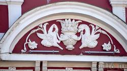 Лепнина на здании. Дом Михайлова (1880-е), Пр. Революции, 47