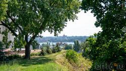 Вид на Воронежское водохранилище от стелы с орденом Отечественной войны I степени