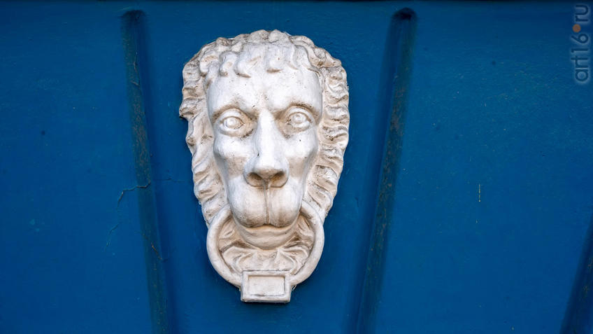 Лепная маска льва на доме 27  пр. Революции::Воронеж 20.07.2019