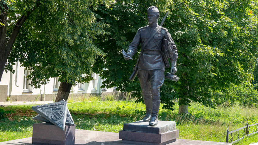 Памятник фронтовому почтальону (2015)::Воронеж 20.07.2019