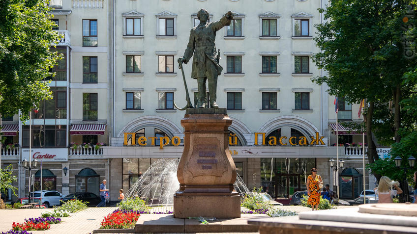 Памятник Петру I в Петровском сквере Воронежа::Воронеж 20.07.2019