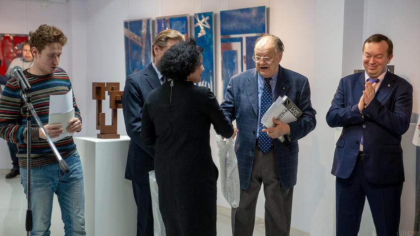 Р.М.Нургалеева и Джан Гуидо Бреддо. Рукопожатие::Массимо Гьотти «Гуманность металла»