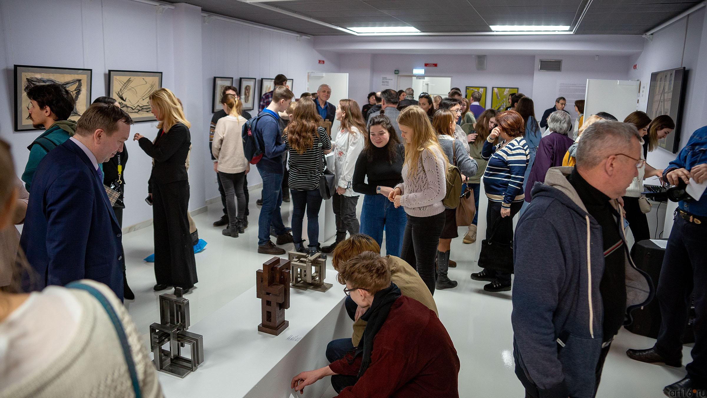 На выставке Массимо Гьотти  «Гуманность металла»::Массимо Гьотти «Гуманность металла»