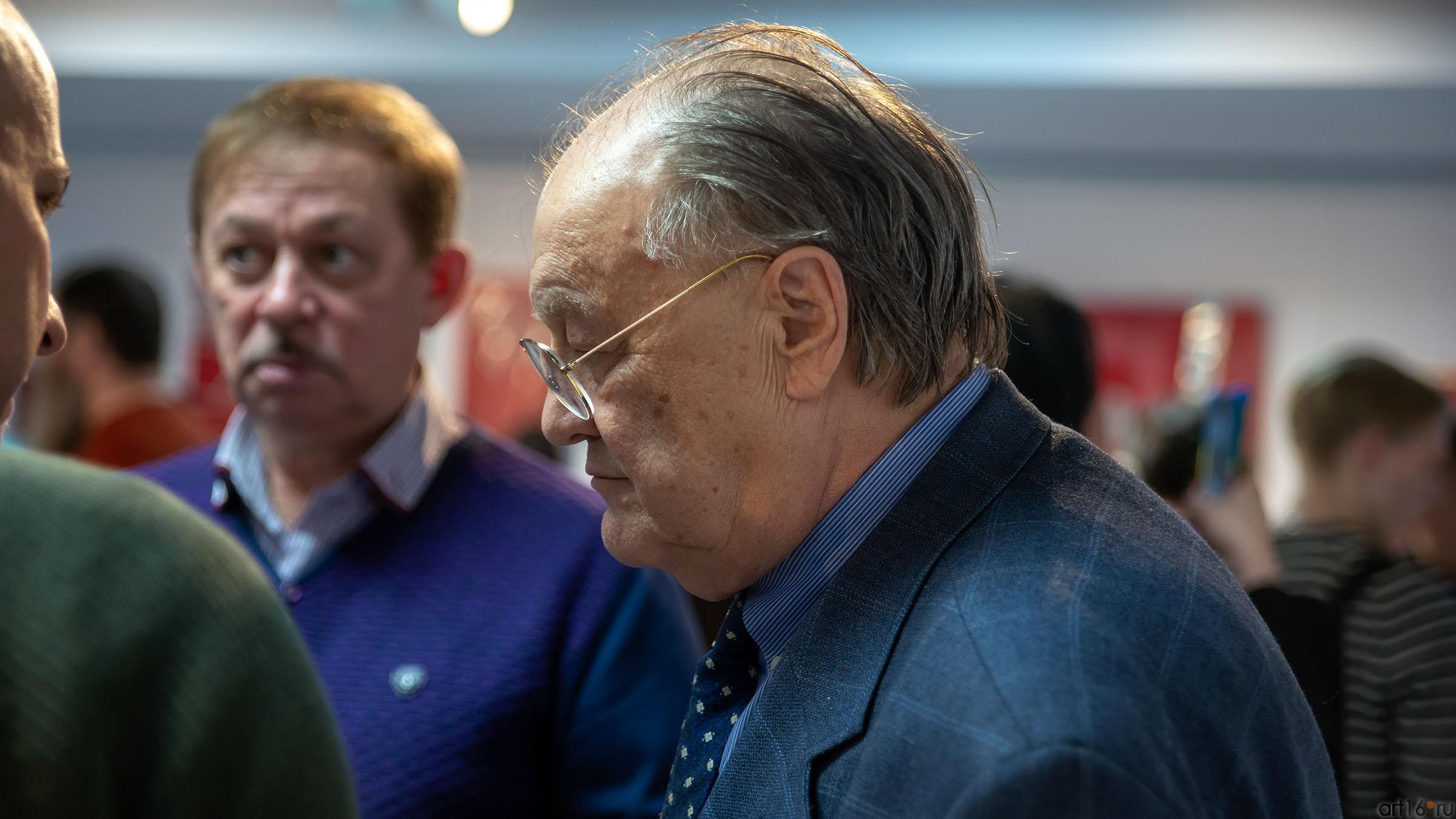 Почетный консул Италии Джан Гуидо Бреддо::Массимо Гьотти «Гуманность металла»