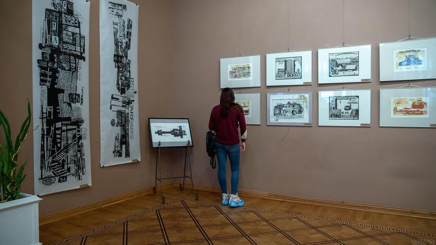 На выставке «Пространство города». Работы Александра Артамонова::Международная выставка графики «Пространство города»