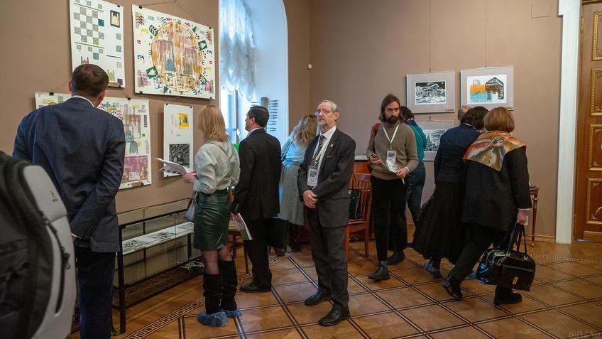 На открытии выставки «Пространство города»::Международная выставка графики «Пространство города»