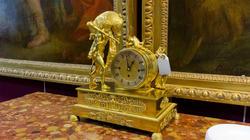 «Охотник с кабаном». Часы выполнены из чеканной, позолоченной бронзы. Франция, XlX век