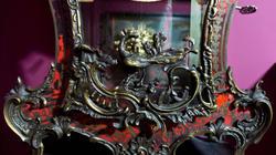 Фрагмент часов-картель с консолью