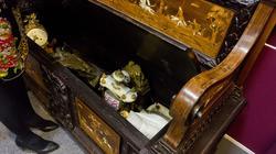 Скамья - касабанка из резного дерева с декором сцены охоты, инкрустирована слоновой костью и перламутром