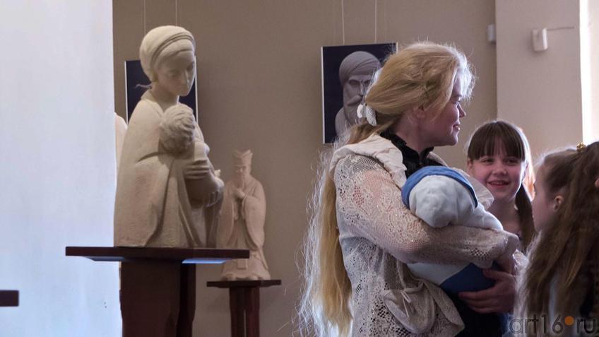 Фото №97497. Мадонна с младенцем. 2007, шамот. А.Леонов