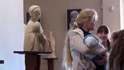 Мадонна с младенцем. 2007, шамот. А.Леонов