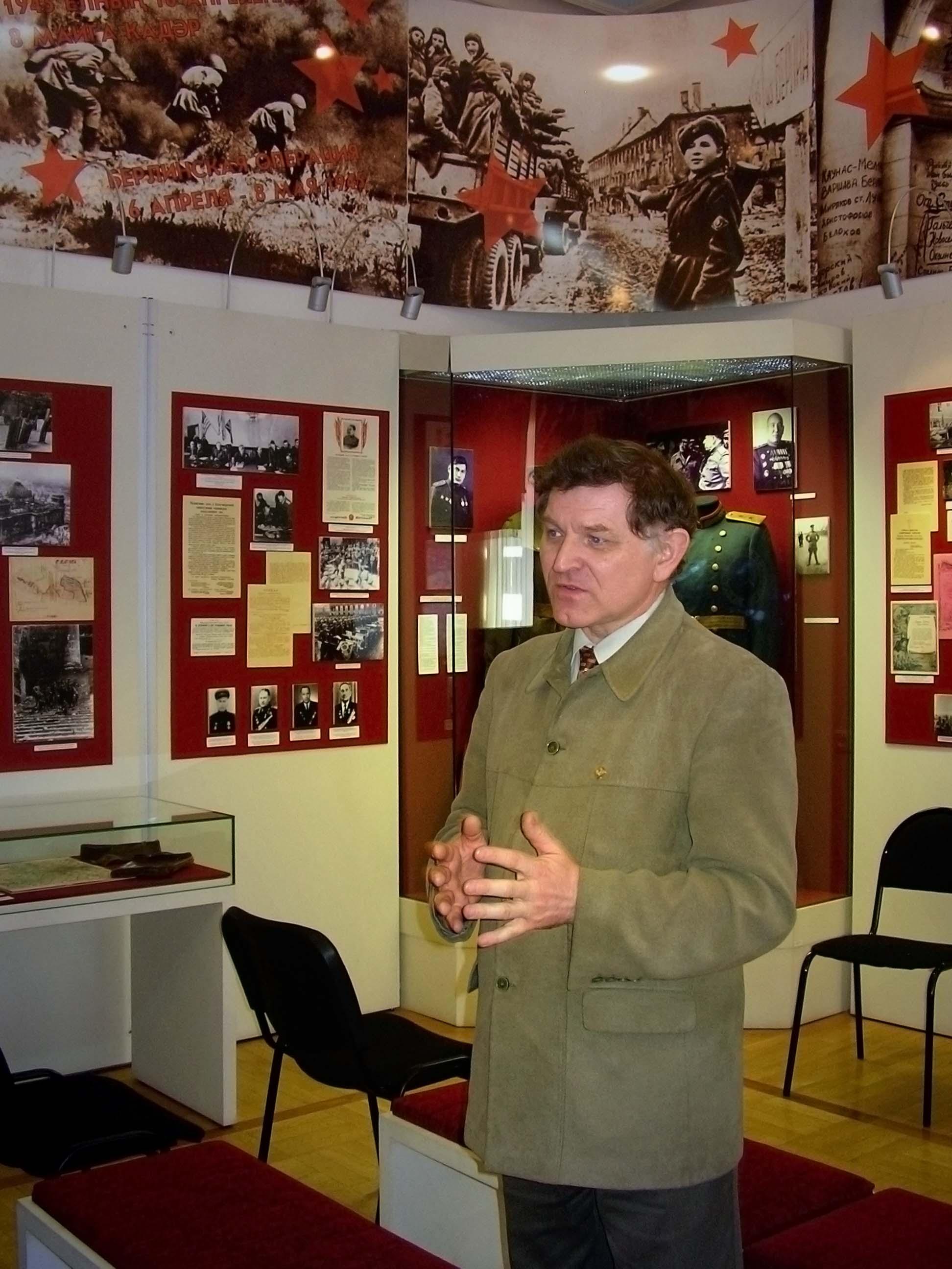 Фото №9750. М.Черепанов, заведующий музеем ВОв