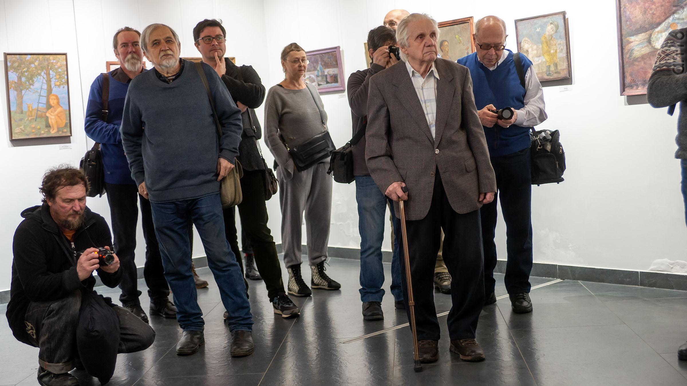 На вернисаже выставки Олега Иванова:: Олег Иванов (1961-2020). Выставка