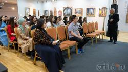 Беседа Р.Файзуллина со студентами. Круглый стол