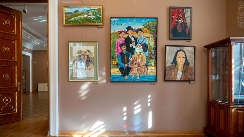 Фрагмент экспозициивыставки СХ РТ «50 женских ликов»::Выставка Союза художников Республики Татарстан «50 женских ликов»