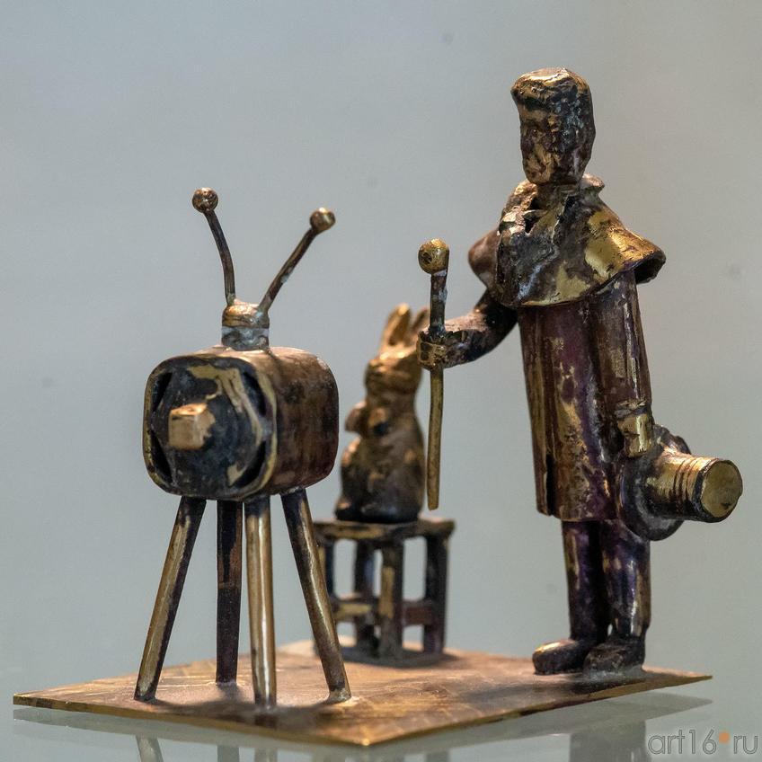 Пушкин и заяц смотрят телевизор. Р.Тухватуллин, 2016::Руссо и мы. Выставка