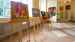 Фрагмент экспозиции. Хинкали с перцем. 2019. Г.Шагирова (слева)