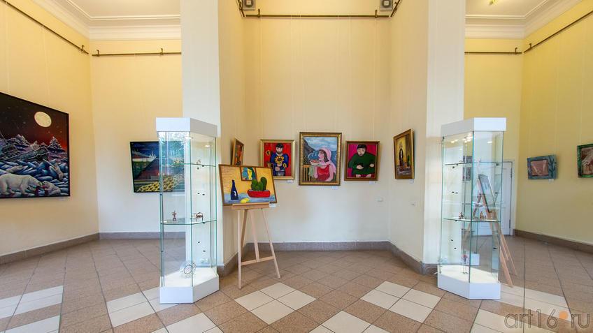 Фрагмент экспозиции ʺРуссо и мыʺ::Руссо и мы. Выставка
