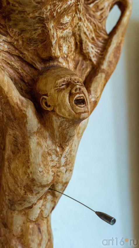 Война - точка отсчета или, может быть, начало, а может, и конец, дерево (фрагмент), 2020. С.Максимов::Руссо и мы. Выставка