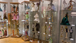 Деревянные куклы из Икеи, украшенные яркими личностями Казани