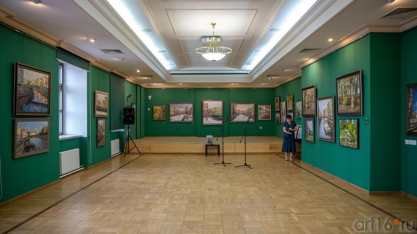 Фрагмент экспозиции выставки Азата Галимова «Между Западом и Востоком»::Выставка «Азат Галимов. Между Западом и Востоком»