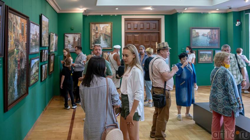 На открытии выставки Азата Галимова::Выставка «Азат Галимов. Между Западом и Востоком»
