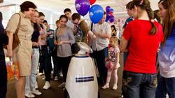Интерактивный мобильный робот R.BOT на открытии выставки в Манеже