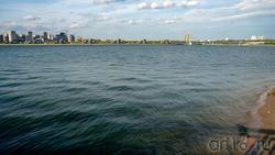 Вид на Мост Миллениум с Кремлевской набережной